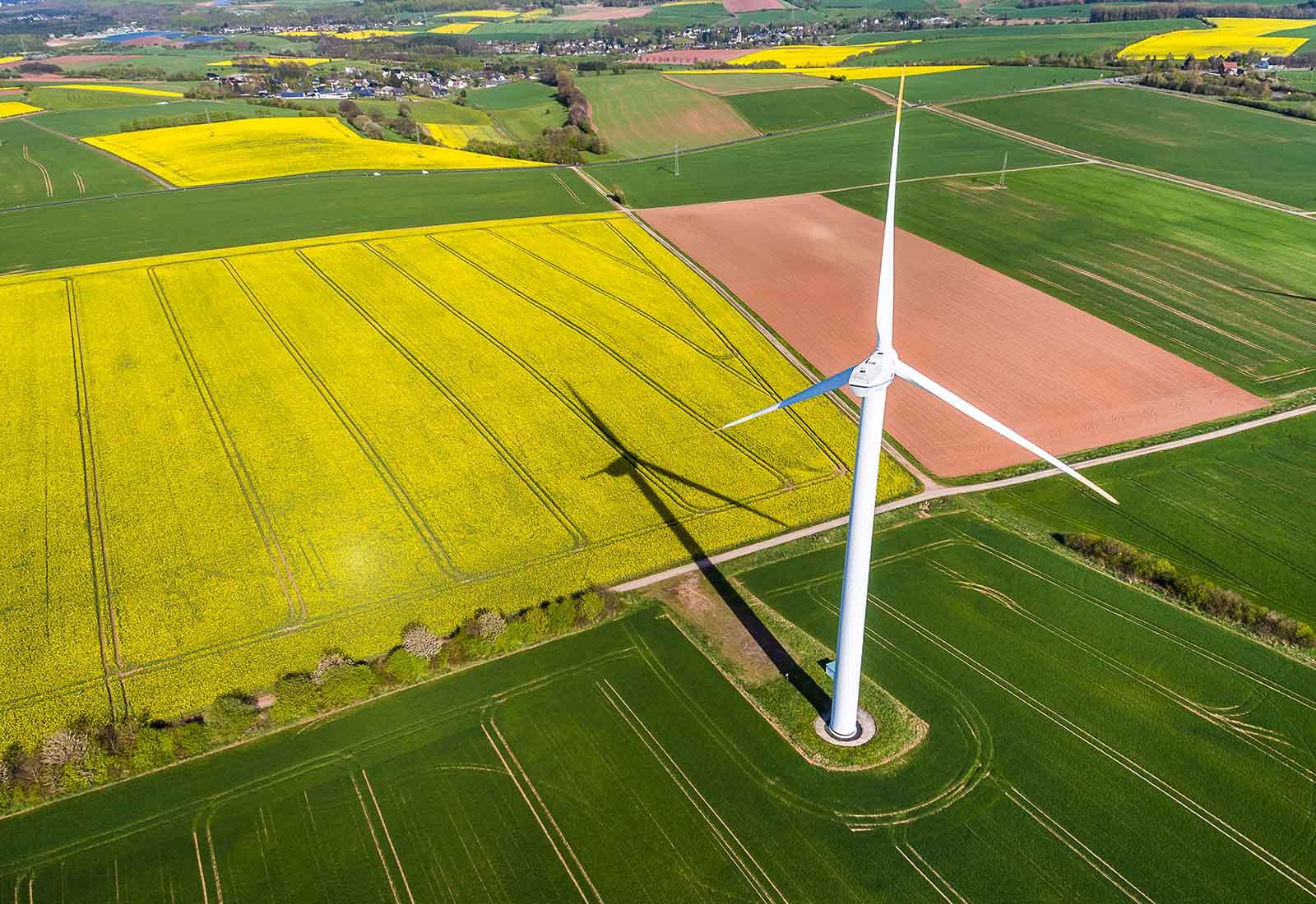 heysky Drohnenfotos Windrad in der Eifel